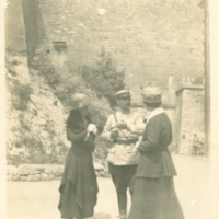 Edith Benham Helm and Eleanor Foster Lansing with Commander of Verdun