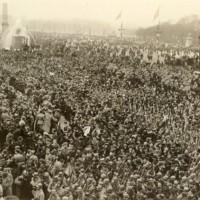 Spectators at Place La Concorde
